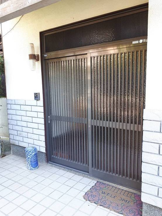 有明トーヨーのお正月まえに玄関と勝手口きれいにした~いの施工前の写真1