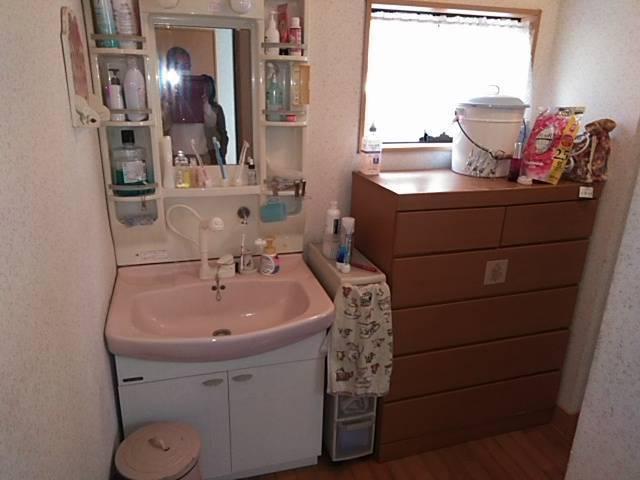 有明トーヨーの車いすのままで顔が洗える洗面台ってないかな~の施工前の写真1