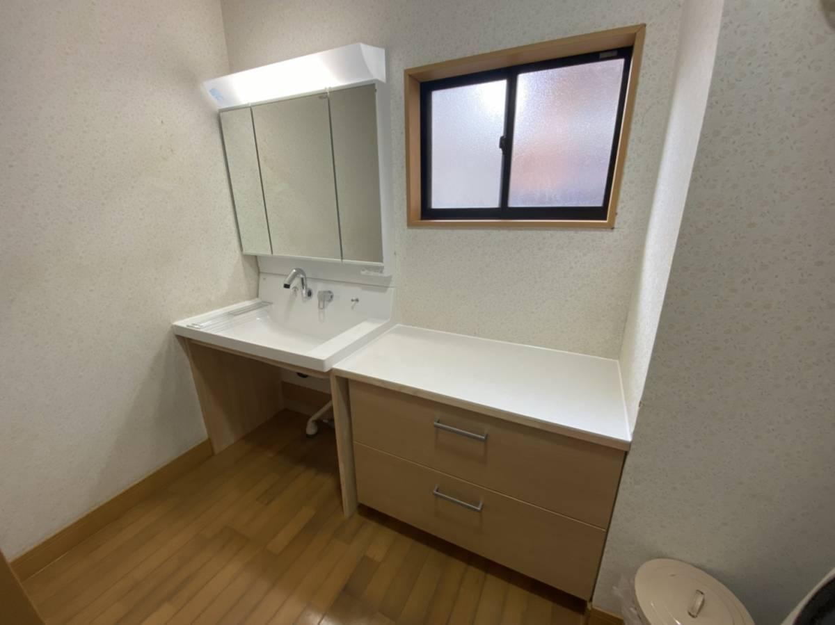有明トーヨーの車いすのままで顔が洗える洗面台ってないかな~の施工事例写真